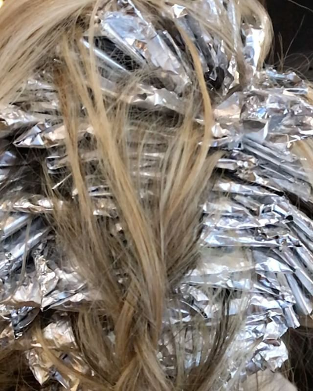 Can you guess how many foils there are? Leave a comment below! _________________________________#instahair #instabeauty #atthesalon #salonlife #hair #hairspiration #hairsalon #haircolor #hairstyles #hairstyling #haircut #carlsbad #sandiego #sandiegohair #carlsbadhair #aveda #avedacolor #avedaproducts #avedaartist #smellslikeaveda #foilsfordays #slomo