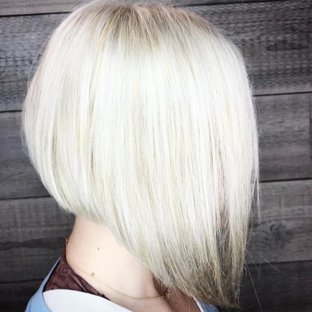 Blonde Bob Bombshell______________________#instahair #instabeauty #atthesalon #salonlife #hair #hairspiration #hairsalon #haircolor #hairstyles #hairstyling #haircut #carlsbad #sandiego #sandiegohair #carlsbadhair #aveda #avedacolor #avedaproducts #avedaartist #smellslikeaveda #highlights #avedademiplus #dimension #avedaglobalartist #dimensionalblonde #smoothinfusion #aircontrol #blonde