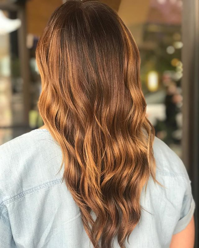 Rich dimensional color and a soft wave ?______________________________________________#aveda #avedademiplus #avedacolor #avedaartist #carlsbadsalon #balayage #dimensionalcolor #smellslikeaveda