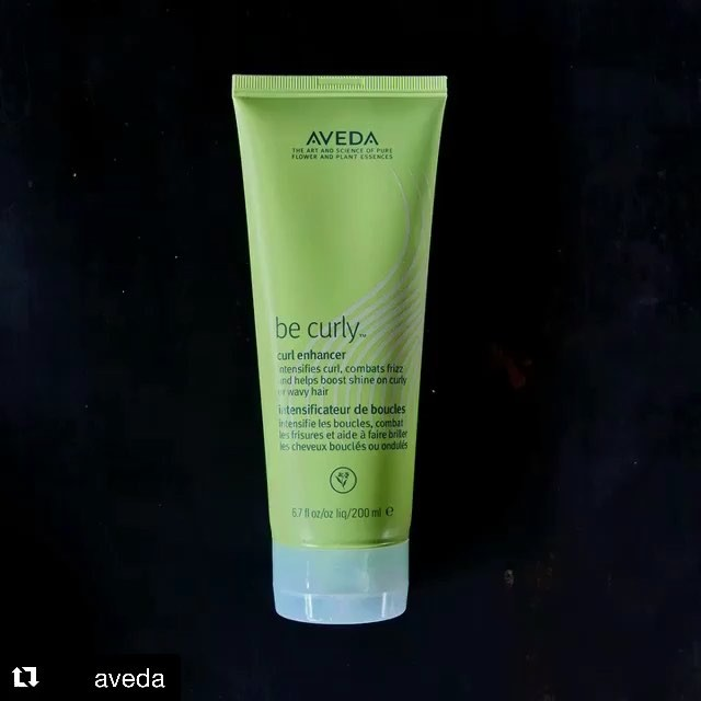 Enhance and define your gorgeous natural curls and waves with #BeCurly Curl Enhancer, a blend of wheat protein and aloe that helps intensify your natural curl or wave pattern. #knowwhatweremadeof_________________________#wavyhair #curlyhair #hairstyle #aveda #avedaessentials #styledbyaveda #smellslikeaveda #curls #waves #instahair #avedasalon #carlsbadsalon #plazapaseoreal #repost @aveda