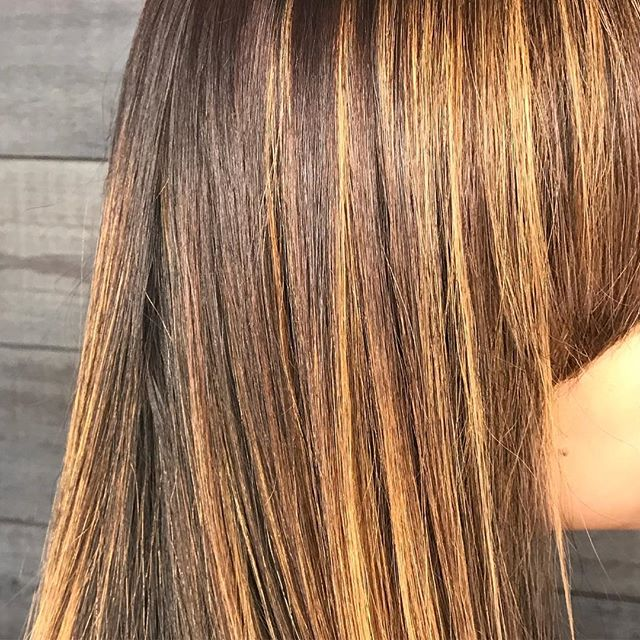Spring is here! Look at this beautiful sun kissed color🧚‍♀️🌞 Call to book your appointment to get selfie photo ready! 760-230-4880