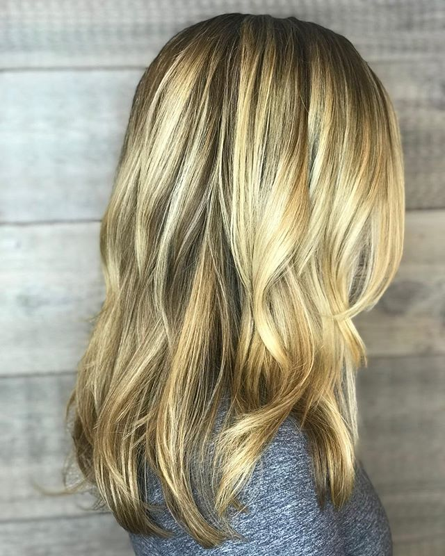 Summer is on its way! ? _____________________#hair #hairspiration #hairsalon #haircolor #hairstyles #hairstyling #haircut #carlsbad #sandiego #sandiegohair #carlsbadhair #aveda #avedacolor #avedaproducts #avedaartist #smellslikeaveda
