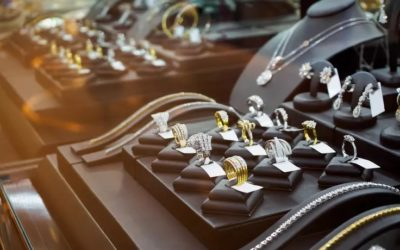 Man Takes Home Fake Display Earrings Instead of the Real Ones Worth $4,000